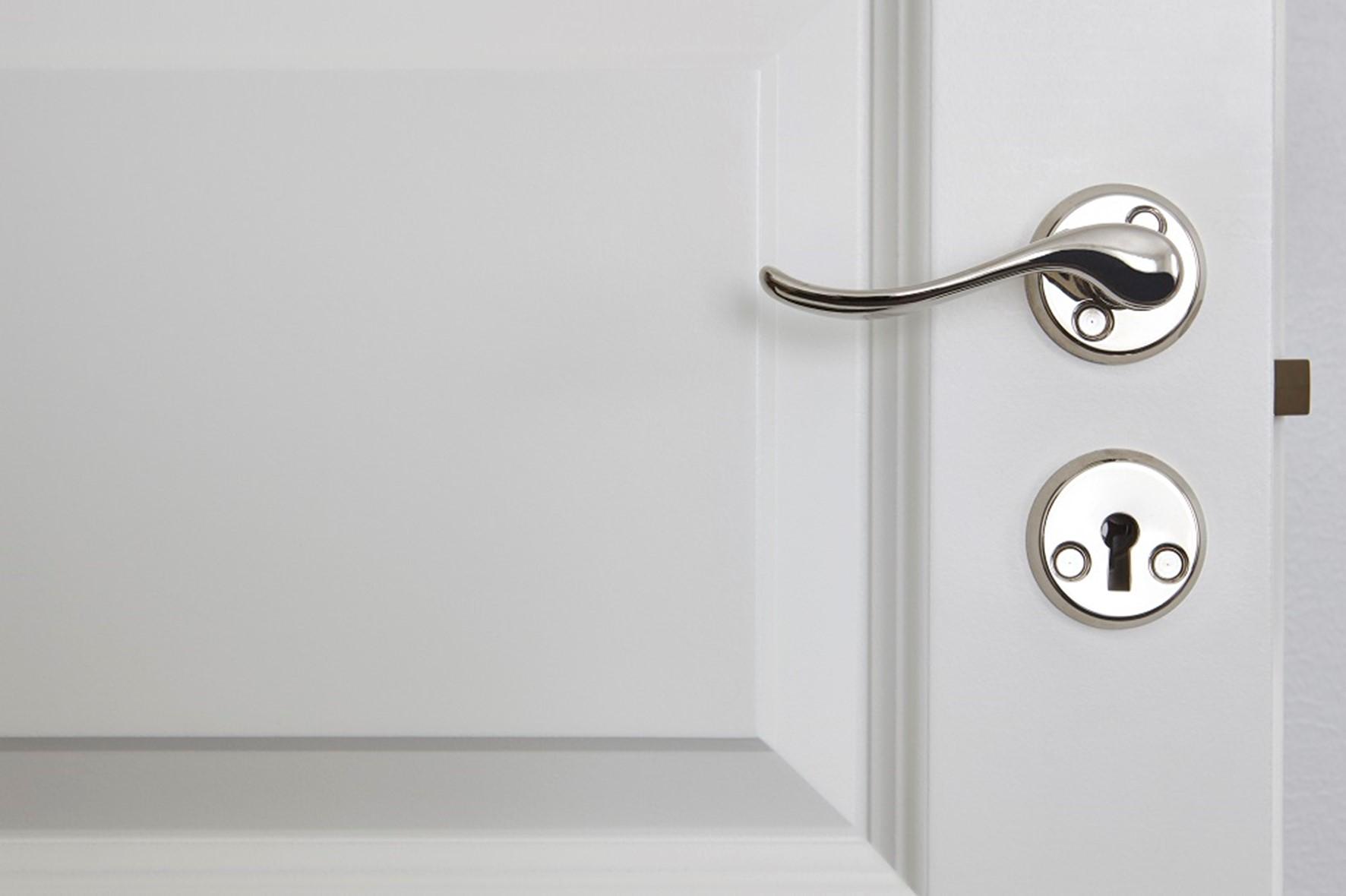 ¿Por Qué Contratar Un Profesional Para El Lacado De Tus Puertas?